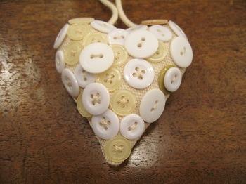 heart button o.jpg